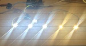 Vergleich LED Farbtemperaturen. Links drei mal Cree XP-G2-R5 (6000K) - zewite von Rechts Cree XP-G2-R3 (2900 K) - ganz rechts Cree XPG2-R4 (warm weiß)